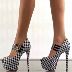 Betsey Johnson Barbe Platform Houndstooth Heels